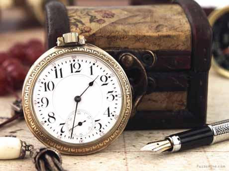 ساعت و صندوق قدیمی