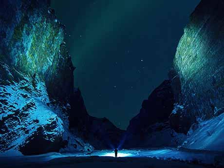 والپیپر نورپردازی در کوهستان برفی