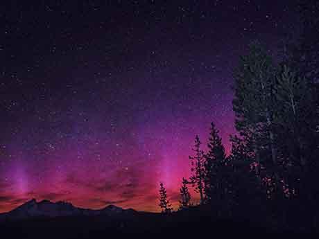 والپیپر زیبای شفق قطبی در شب
