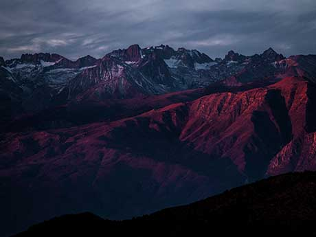 دانلود والپیپر کوهستان برفی در غروب آفتاب