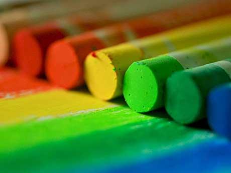دانلود تصویر زمینه نزدیک از مداد شمعی رنگارنگ