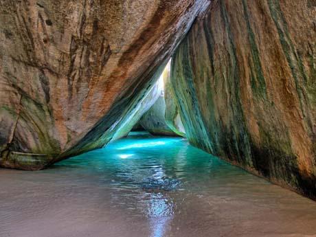 غار آبی زیبا