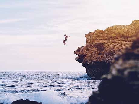 والپیپر پرش از صخره